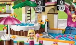 Lego Friends at the Waterpark