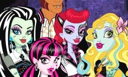 Monster High Creeptastic Catacomb